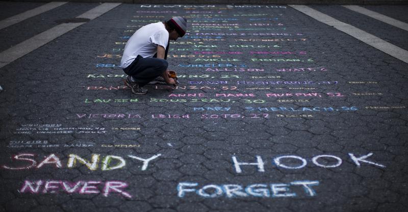Hãng sản xuất súng đề nghị trả 33 triệu mỹ kim để giàn xếp vụ kiện của các gia đình nạn nhân vụ thảm sát Sandy Hook