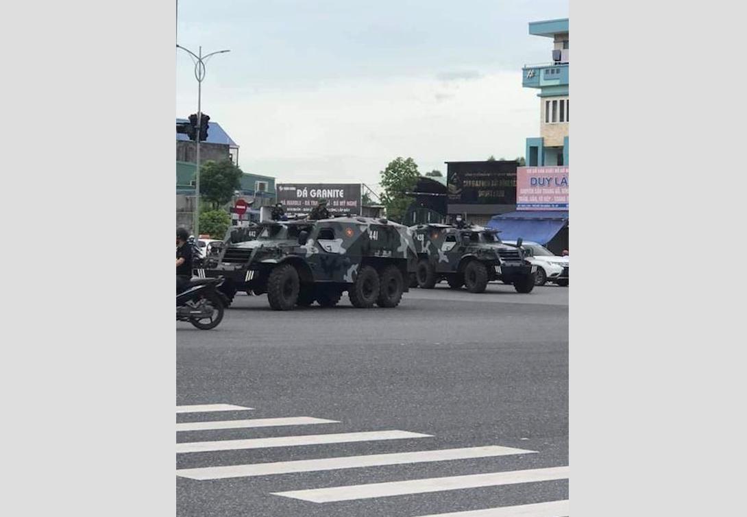 Nhà cầm quyền cộng sản bố trí quân đội để chuẩn bị cấm người dân Sài Gòn ra khỏi nhà