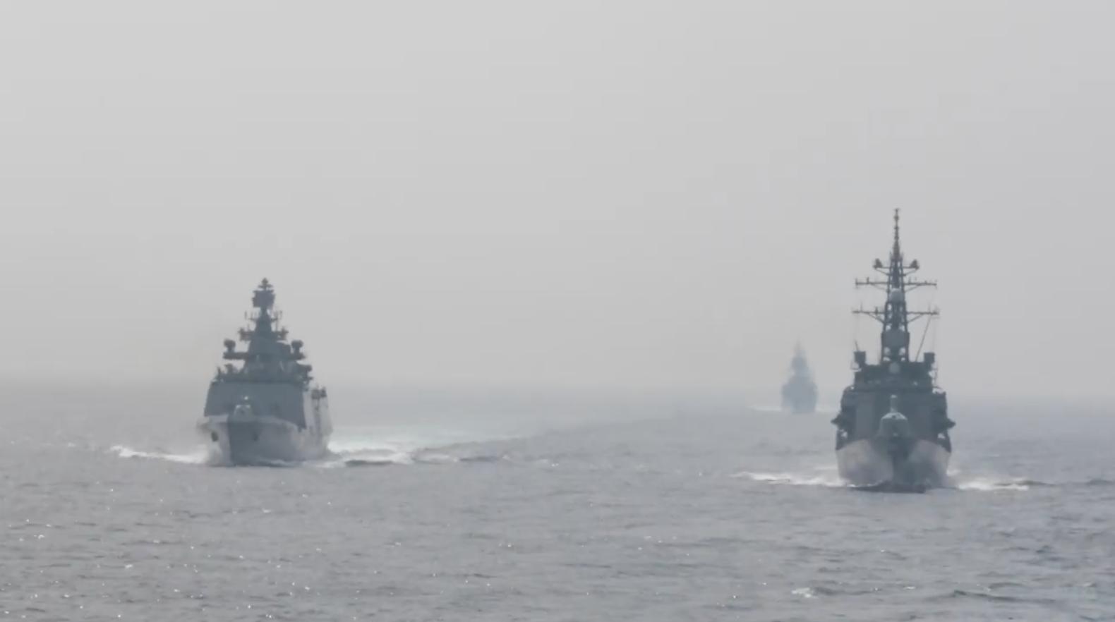 Chiến hạm Anh Quốc không đến gần các đảo nhân tạo của Trung Cộng tại biển Đông