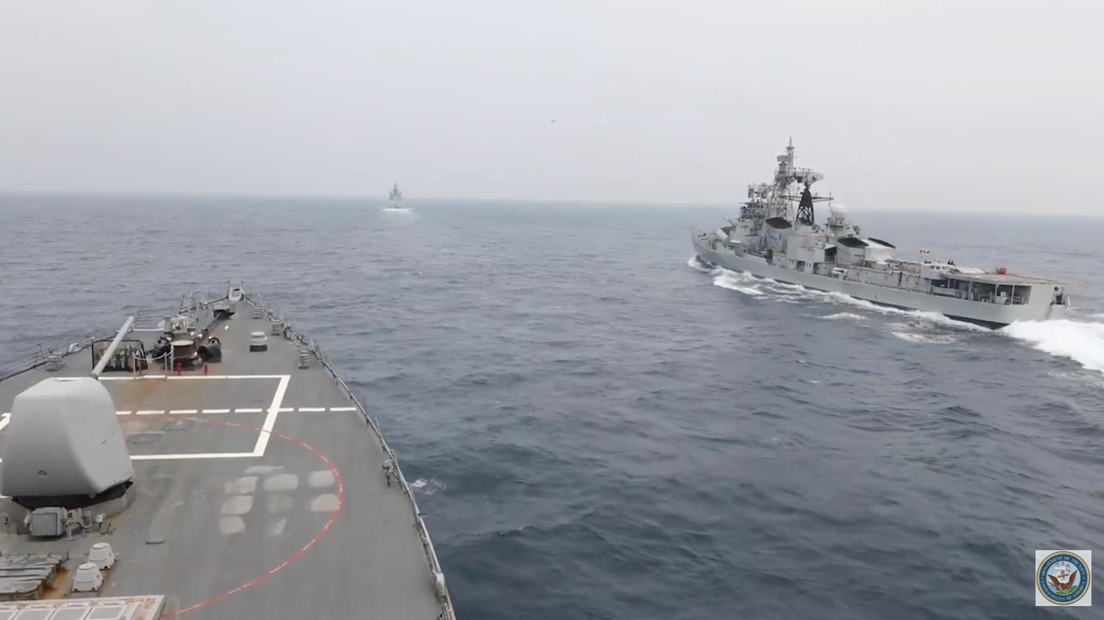 Ấn Độ điều động hải quân vào biển Đông để tập trận