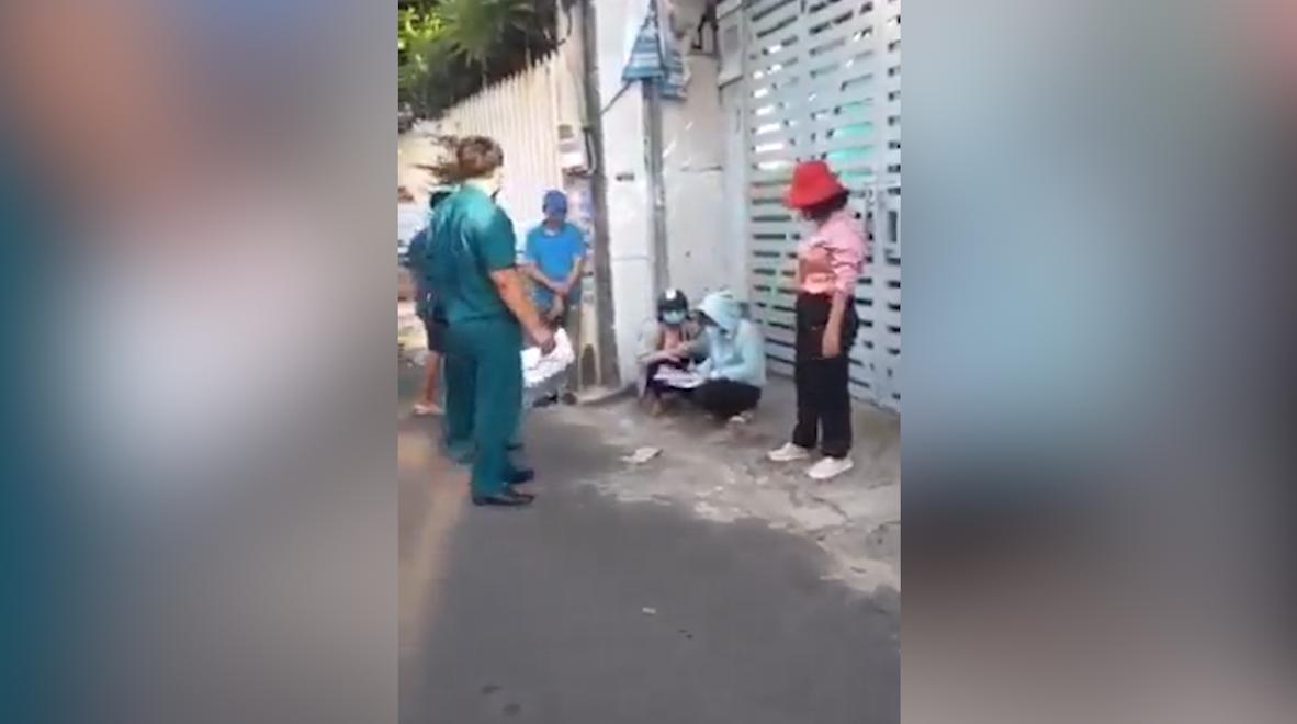 Tổ công tác liên ngành phòng chống dịch công an thành phố Vũng Tàu bị chủ tịch phường lập biên bản vì giấy đi đường không đúng