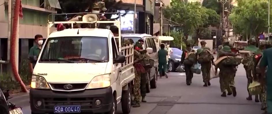 """CSVN điều động quân đội để kiển soát người dân theo lệnh phong tỏa """"hà khắc nhất"""" tại Sài Gòn"""