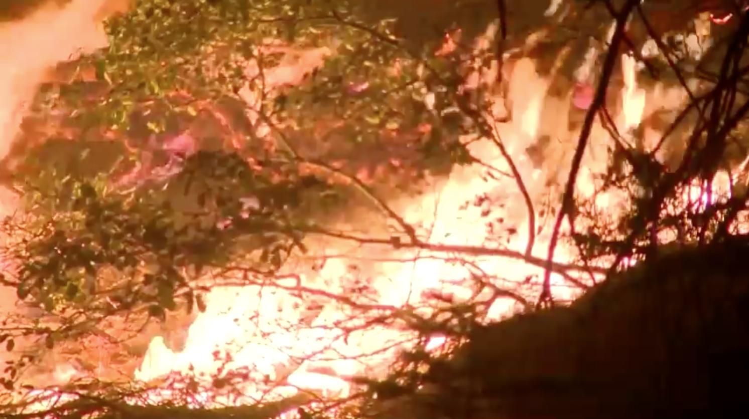 Lệnh di tản ở Lake Tahoe được dỡ bỏ, nhưng các mối nguy hiểm từ đám cháy Caldor Fire vẫn còn hiện hữu