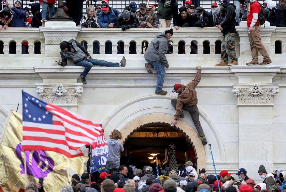 Một người đàn ông nhận tội tấn công cảnh sát tòa nhà Quốc Hội Hoa Kỳ trong cuộc bạo loạn ngày 6 tháng 1