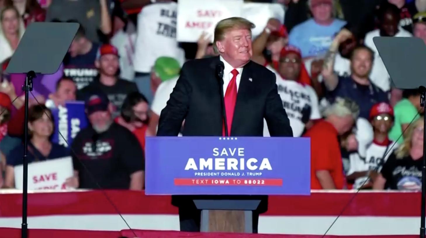 Áo choàng mà Saudi Arabia tặng ông Trump bị tố là hàng giả